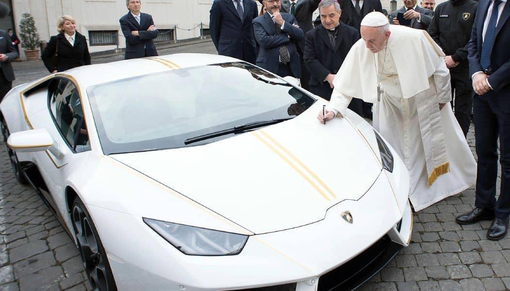 Pápež Lamborghini